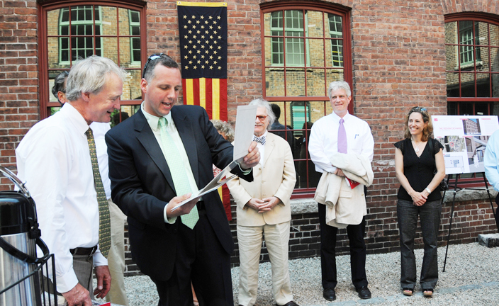 Governor Chafee visits the Design Exchange - Photo 1